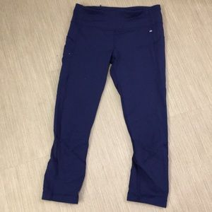 Lululemon navy blue crop leggings 6